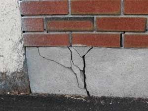 Повреждения фундамента в следствии пучения грунта