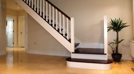 Пример лестницы в жилом помещении или студии.