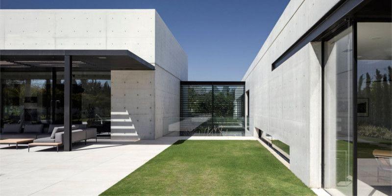 Дом из стекла и бетона.